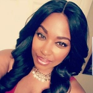 Accessories - Beautiful Middle Part Glam Synthetic Lace Front